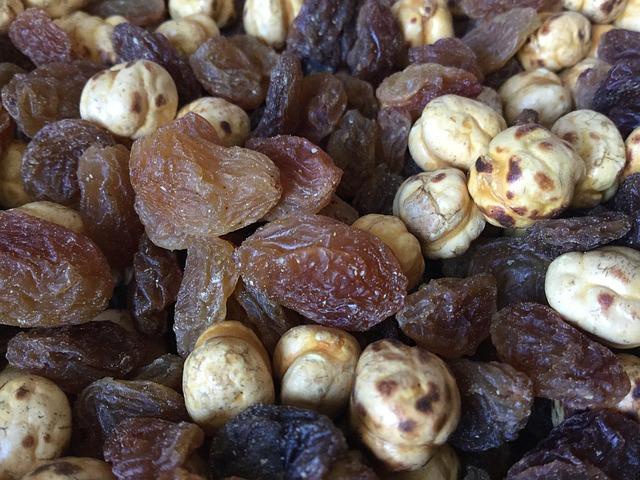 sušené ovoce, oříšky