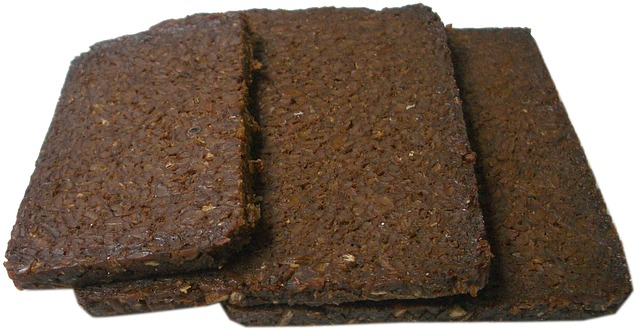 celozrnný chléb, tmavé pečivo