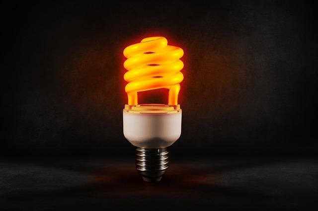 Kompaktní zářivky prošly mnoha technologickými změnami