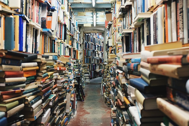 hromady knih.jpg