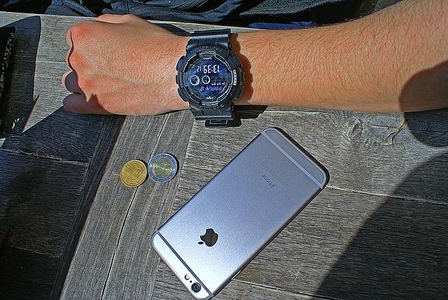 Platba mobilem nebo hodinkami